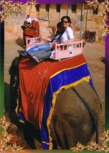 مهتا و مهسا در حال فیل سواری