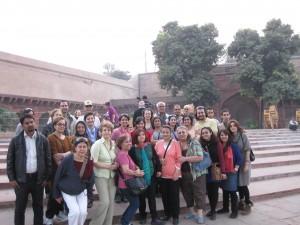 عکس دسته جمعی تور IClass در حیاط قلعه سرخ آگرا